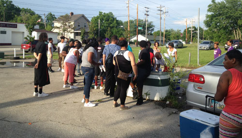 Friends, Neighbors Hold Vigil For Shooting Victims (Image 1)_9418