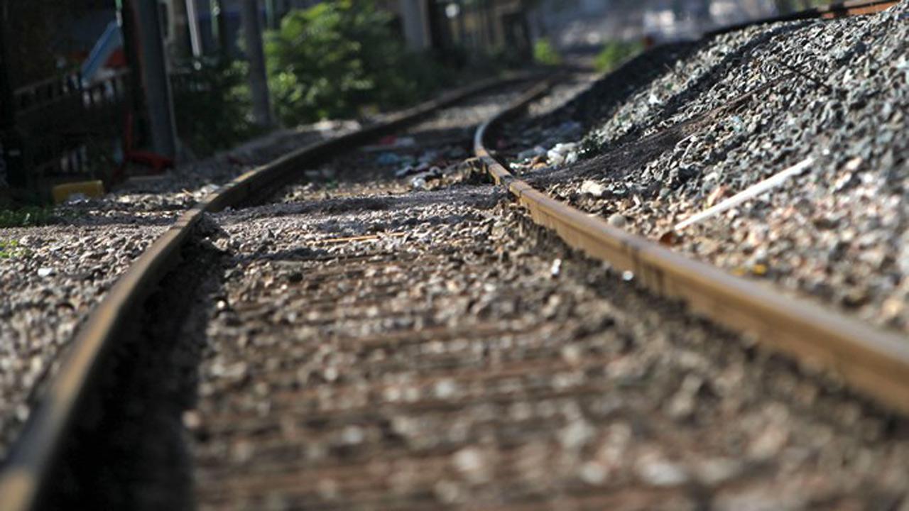 train-tracks-generic_268895