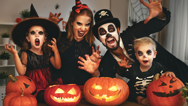 halloween2520family_1508778197668_309994_ver1-0_28176108_ver1-0_640_360_360177