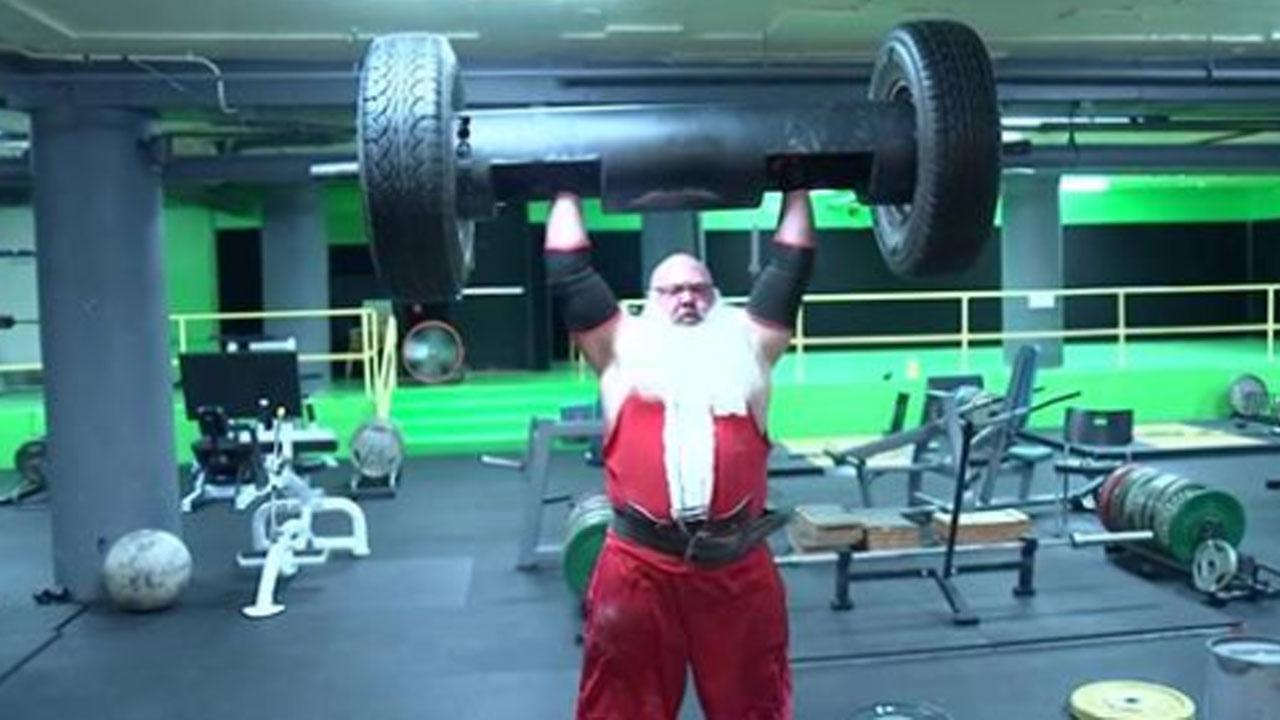 strongman-santa_368387