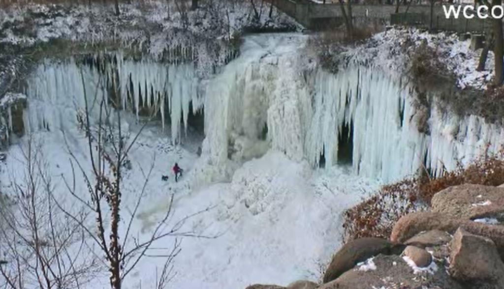 Frozenwaterfall_375196