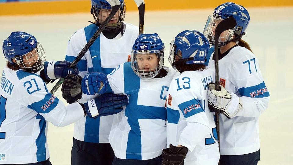 fin-womens-hockey-team-2014-sochi-usatsi_7744545_383586