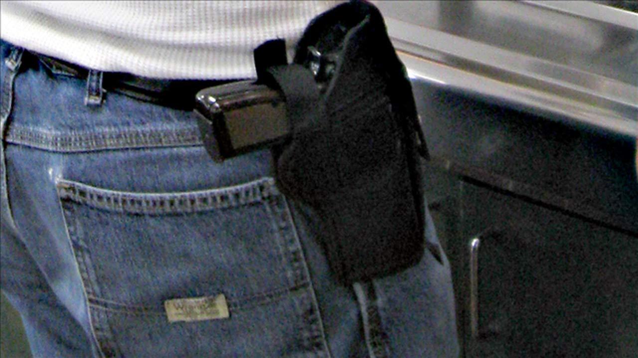 firearm-on-hip_382485