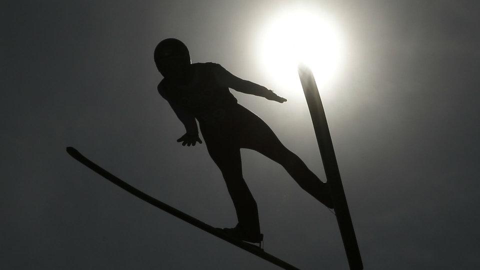 ap-ski-jumping-sun_388902