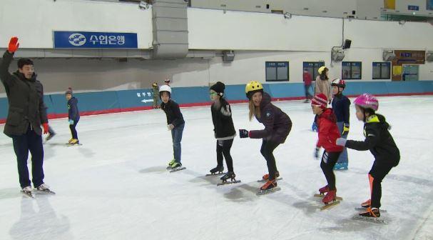 Julia Mancuso takes speed skating lesson._393865
