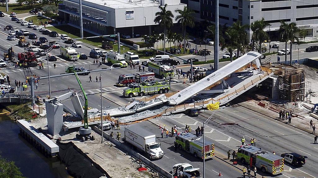 APTOPIX University Bridge Collapse_402127