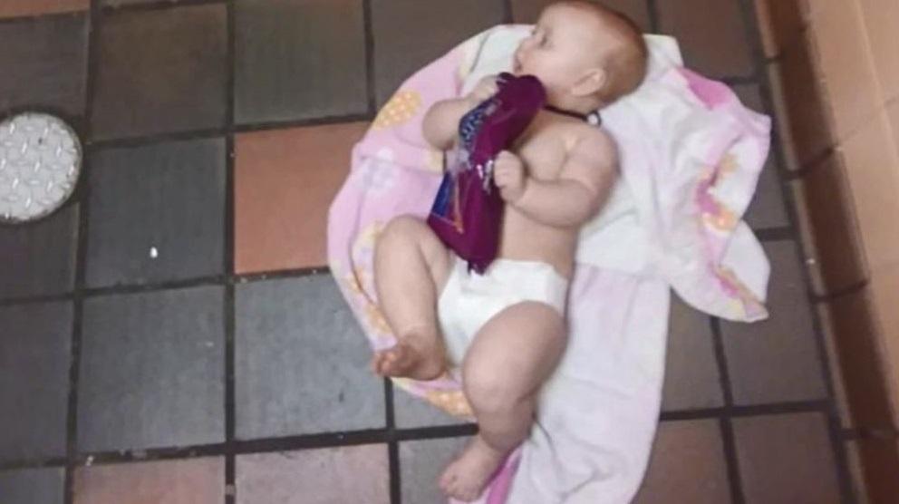 dad baby changing table_1528480517238.jpg-846652698.jpg