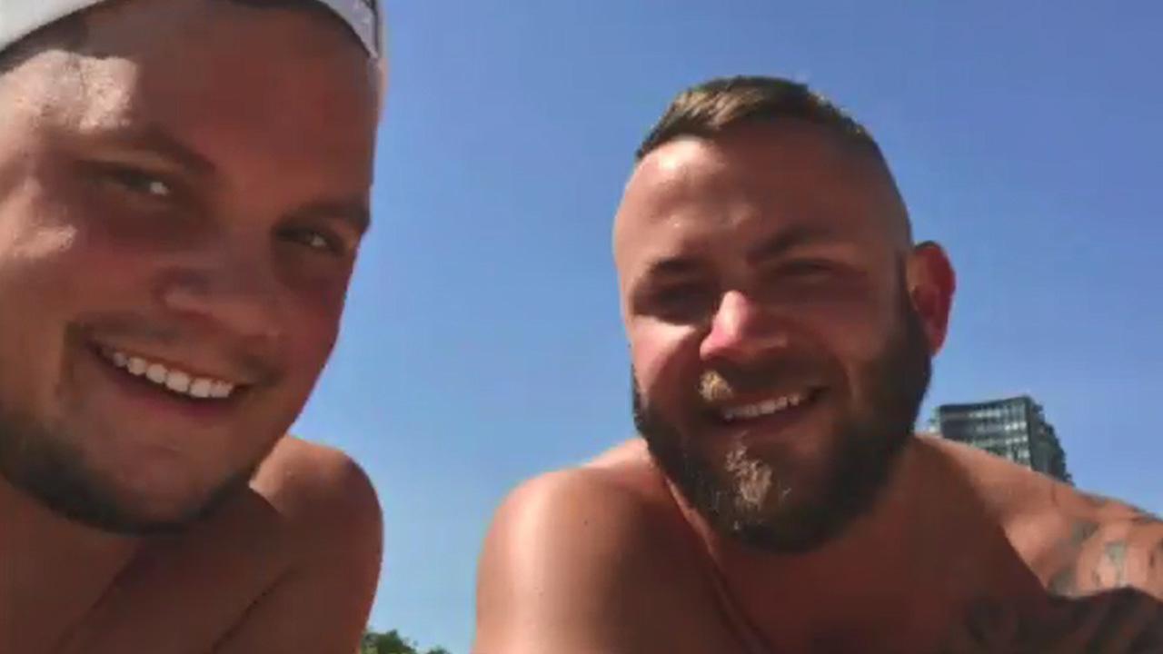Gay_couple_says_florist_refused_them_ser_0_20180723155804