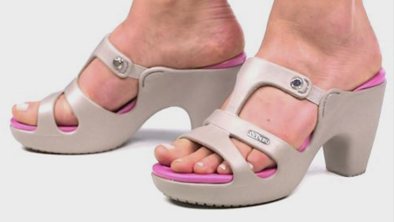 High_heel__Crocs__shoes_selling_out__but_0_20180718124422-846652698