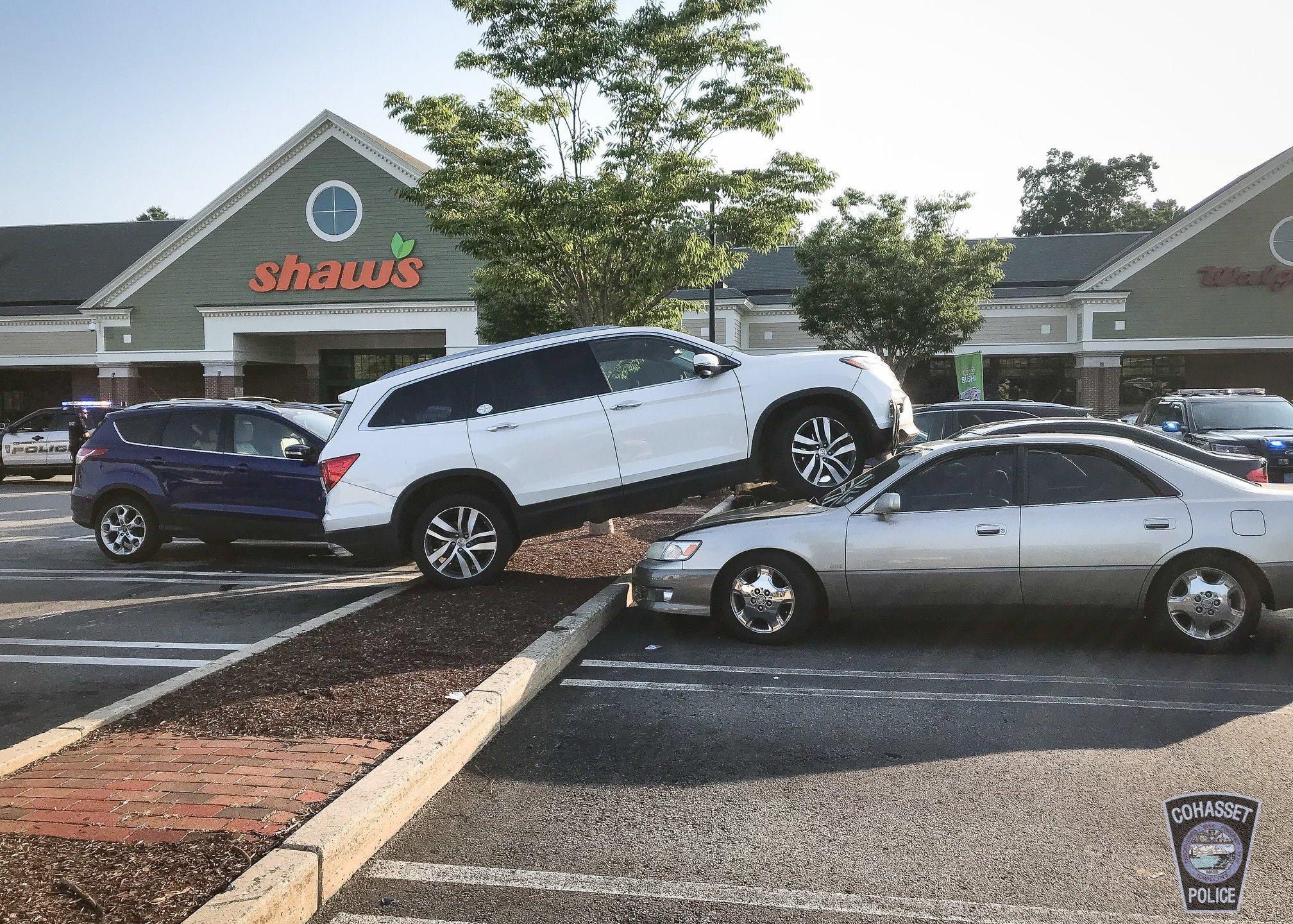 stuck flip flop crash cohasset massachusetts 1_1533776977977.jpg-846624087.jpg