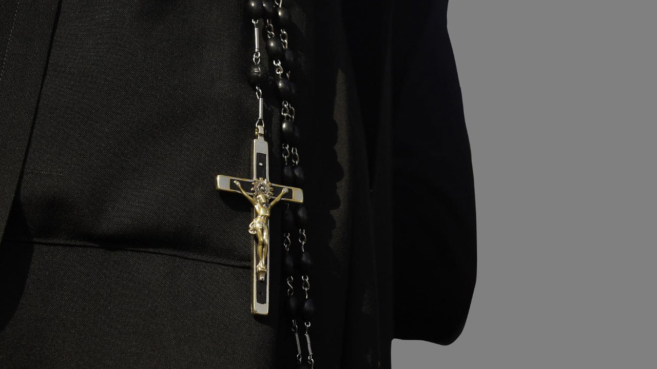 nun-cross-catholic-church-crucifix-rosary_149639