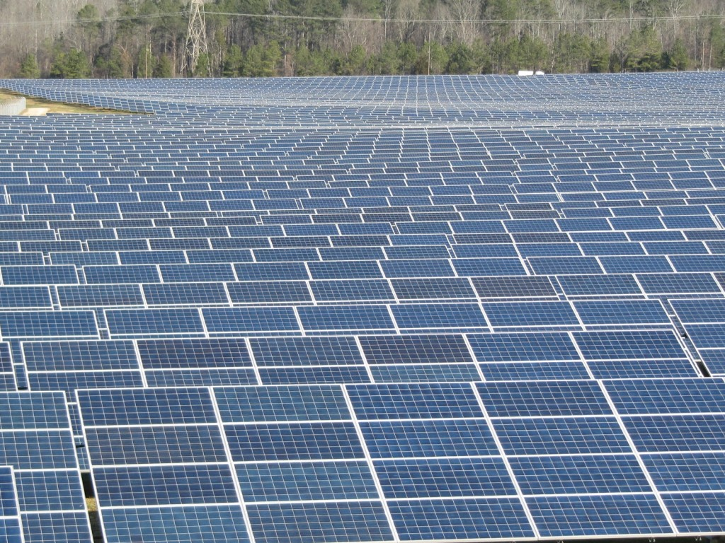 photovoltaic-solar-power-field-at-volkswagen-plant-in-chattanooga-tennessee_100417018_l_20180620000700621-159532