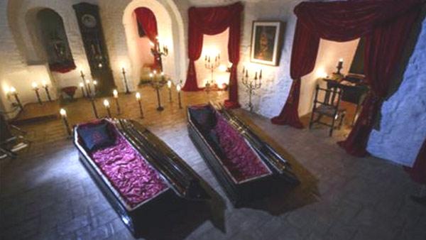r-draculas-castle-coffins_235116-846652698