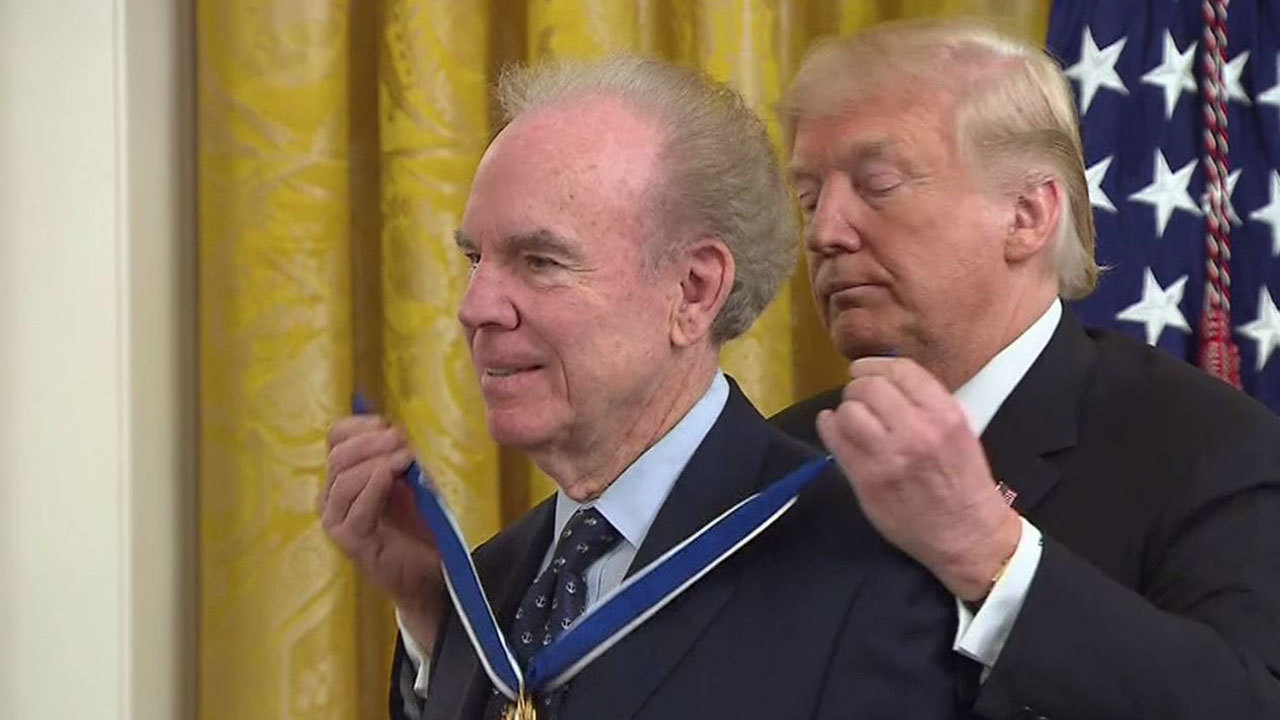 Hall of Fame QB Roger Staubach, Babe Ruth, Elvis Presley among 7 awarded medal of freedom