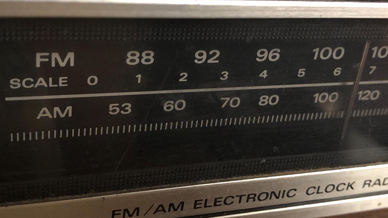 radio station dials fm am_1543579328087.jpg.jpg
