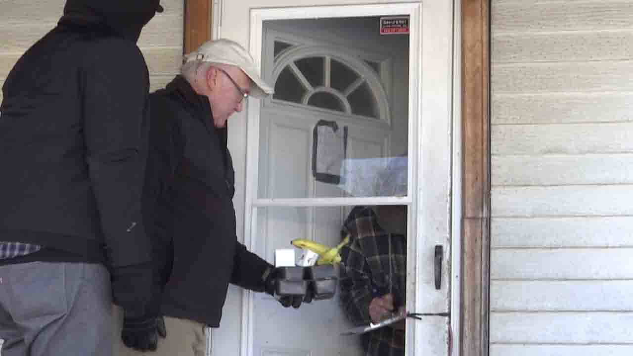 Meals on Wheels volunteers brave the cold, delivers meals to seniors