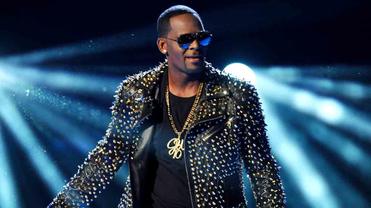 Avenatti says R Kelly paid witnesses to 'rig' 2008 trial