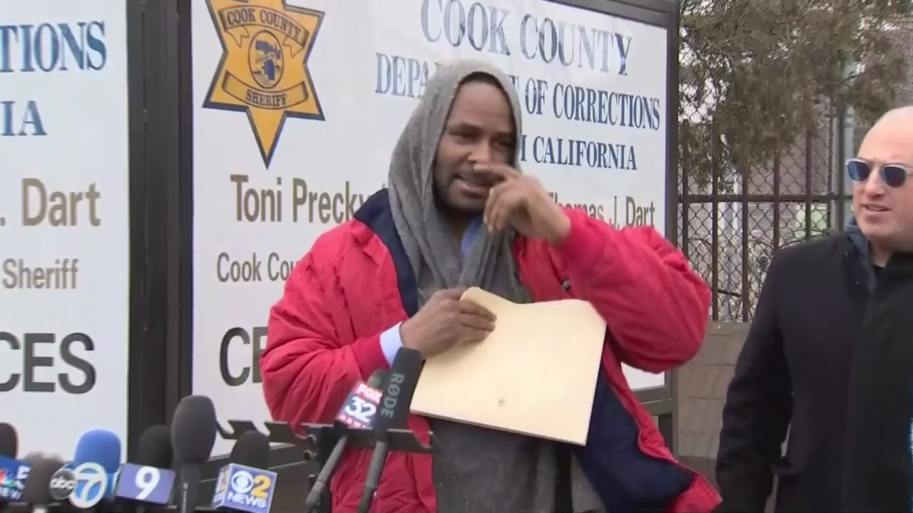 R&B star R. Kelly promises to 'straighten all this stuff out' after released from Chicago jail