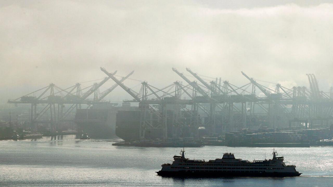economy port ship import_1556289106024.jpg.jpg