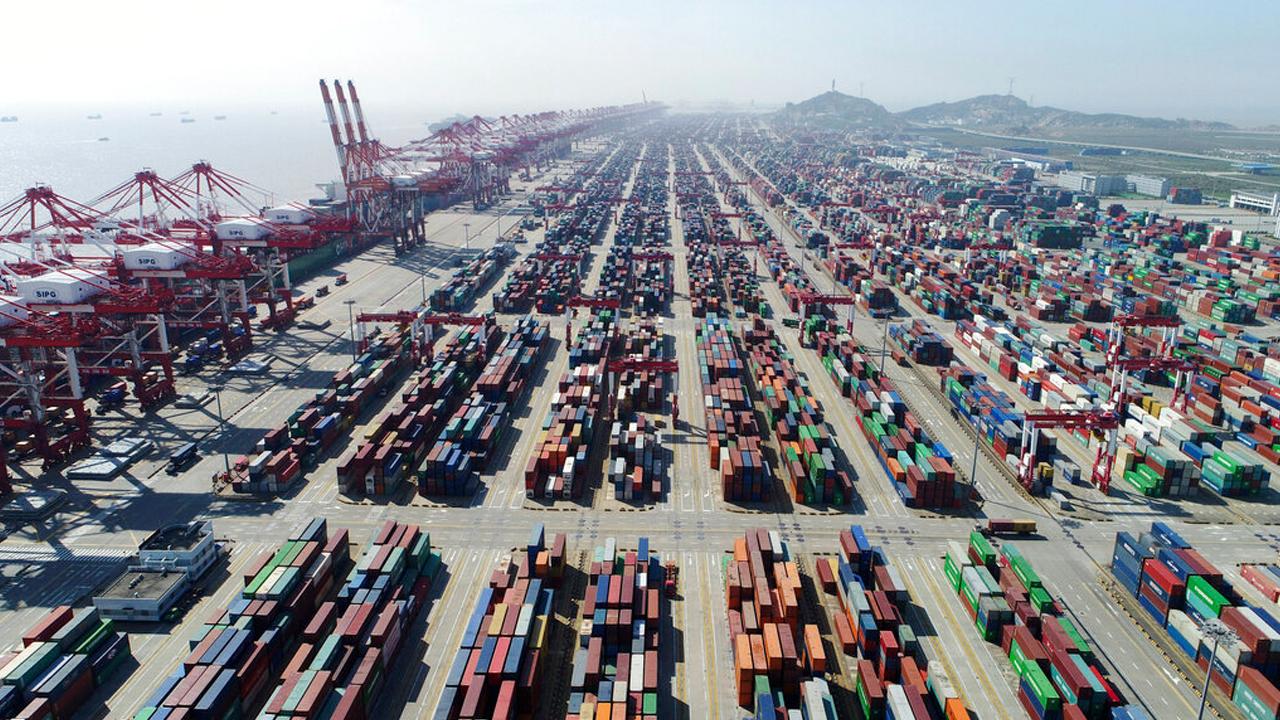 US hikes tariffs on Chinese goods, Beijing vows retaliation
