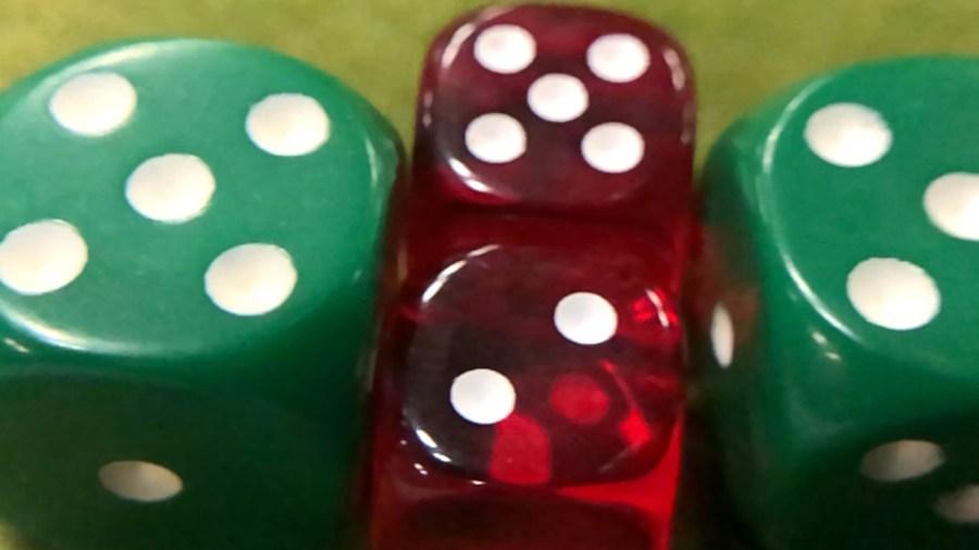 green red die