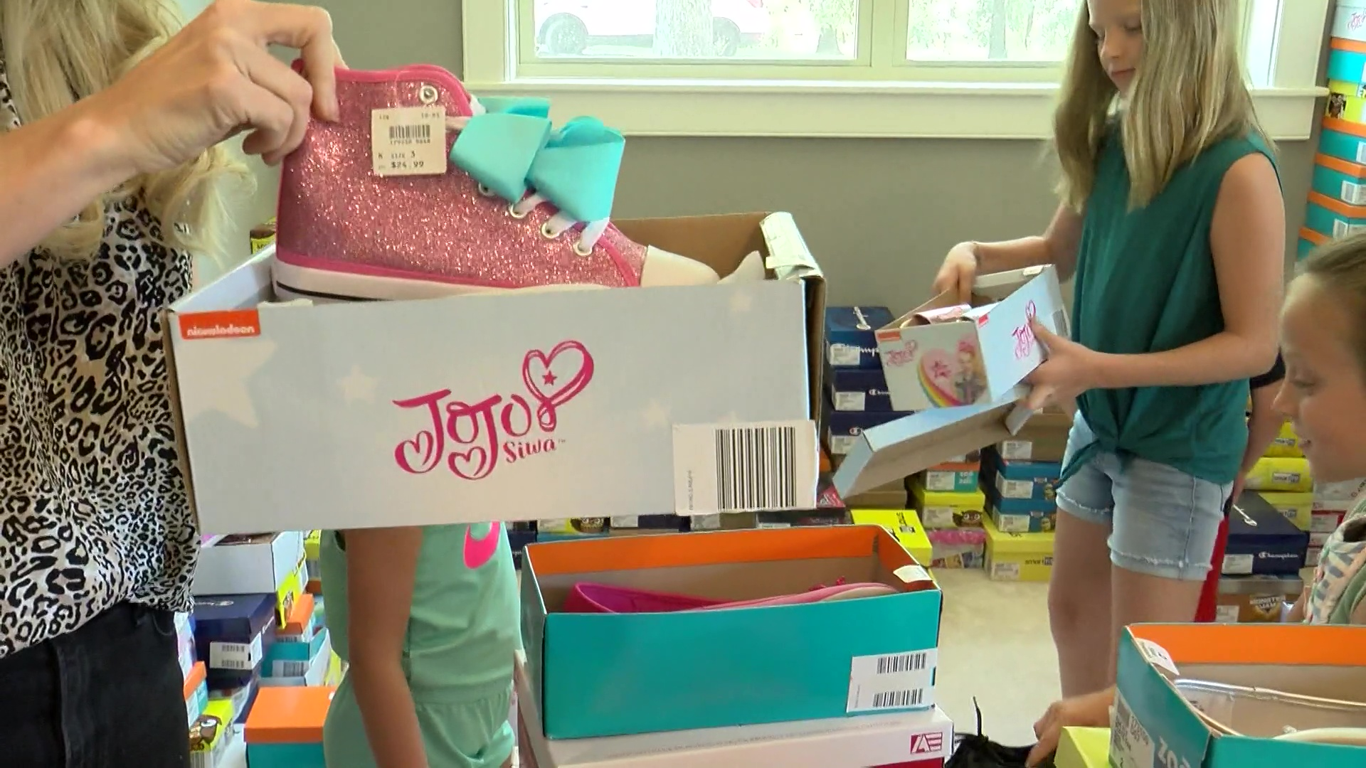 Arkansas family buys out shoe store, plans back-to-school