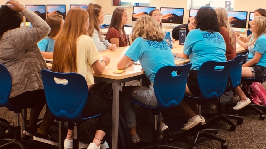 Olentangy Berlin High School journalism/yearbook students get acquainted on the first day of school. Photo by Tony Mirones