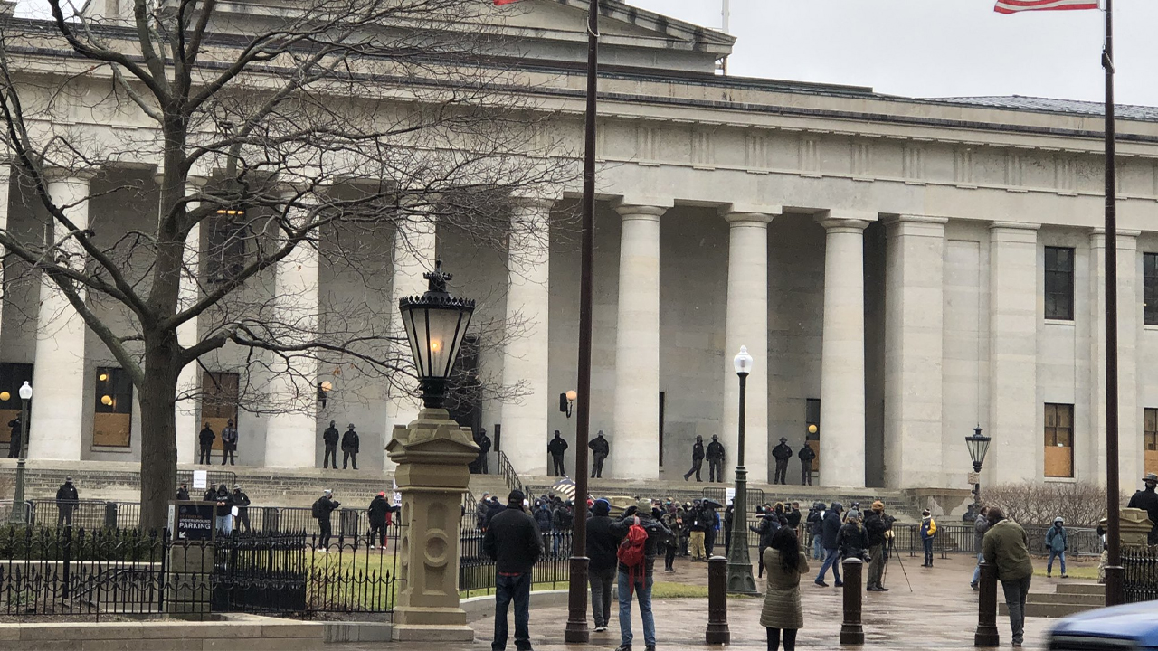 No incidents reported as armed protesters gather at Ohio Statehouse
